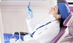 Plastisch chirurg presteert beter met favoriete muziek