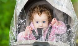 Helpt een beschermhoes rond de buggy tegen uitlaatgassen?