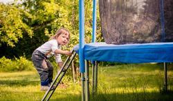 123-kind-trampoline-veiligh-spelen-05-17.jpg
