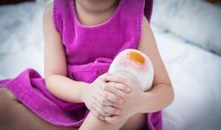 Vuile schaaf- of snijwonden: ontsmetten of spoelen?