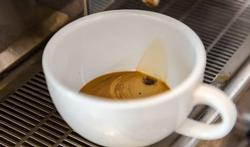 Verhoogt koffiedrinken door de man de kans op een miskraam?