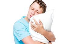 Hoe ontstaat slaapwandelen en is het gevaarlijk?
