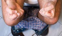 123-man-w-toilet-diarree-constip-170_07.jpg