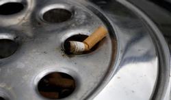 Ex-rokers drinken minder alcohol