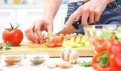 Wie zelf kookt, eet minder en gezonder
