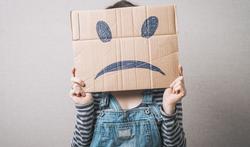 123-vr-neg-smile-karton-depri-down-04-17.jpg