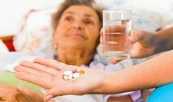 Pillen voor tachtigers nadeliger dan gedacht