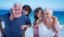 Grootouders die voor kleinkinderen zorgen leven mogelijk langer