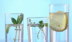 Vijf tips om voldoende water te drinken (of te eten)