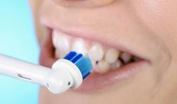 Tandenborstel poetst niet beter met tandpasta