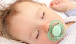 Bébé dans une chambre séparée = meilleur sommeil