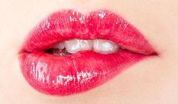 Comment enlever facilement un rouge à lèvres longue tenue