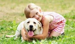 Stress : le chien plus efficace que papa et maman