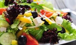Salade d'endives et de poivrons rouges au fromage de chèvre