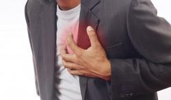 Vidéo - Douleur dans la poitrine : quand faut-il appeler les urgences ?