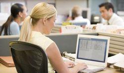 Cancer du côlon : travailler assis double le risque