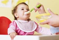 Asthme : manger du poisson protège le bébé