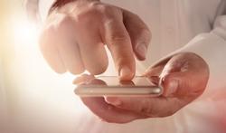 Smartphone : téléphoner pendant qu'il charge, mauvais pour le sperme ?