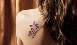 Nouveau tatouage : n'allez pas nager trop vite