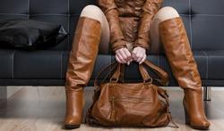Mal de dos : comment porter son sac à main