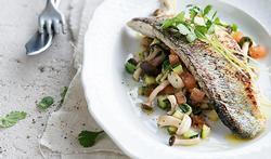 Bar poêlé aux légumes méditerranéens