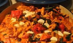 Les penne aux olives, tomates et mozzarella