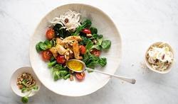 Salade de mâche au poulet et sa vinaigrette miel moutarde