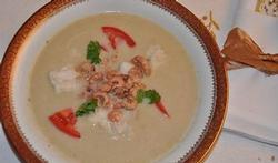 Soupe de poisson à la crème et aux crevettes grises
