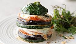 Tourelles d'aubergine, courgette, tomate et mozzarella