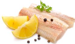 Op het vel gebakken schelvisfilet met gestoofde andijvie, oesterzwammen en passievruchtencoulis
