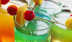 Wordt u sneller dronken als u alcohol mengt met light-frisdrank?