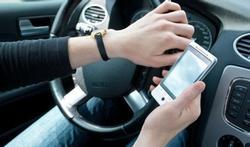 Niet met de smartphone achter het stuur