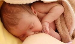 Moedermelk hoeft niet behandeld te worden tegen virus