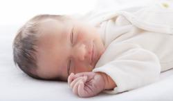 Tips om je baby veilig te laten slapen bij warmte