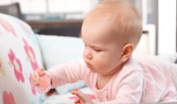 Wat zijn de voordelen van buikligging voor een baby?