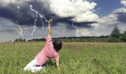 Wat doen wanneer iemand door de bliksem wordt getroffen?