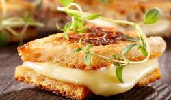Een handig wistjedatje voor in de keuken: Is gesmolten kaas ongezond?