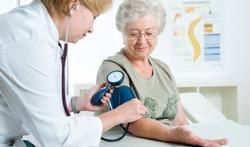 123-dr-RR-bloeddr-oudere-vrouw-senior-05-16.jpg
