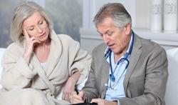 Afwezig wegens ziekte: waar en wanneer kan uw werkgever een controlearts sturen?