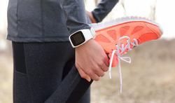 Slimme armbanden en apps met sensoren hebben weinig effect op gezondheid