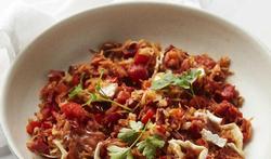 Peterselli met chorizo, tomaat, paprika en camembert