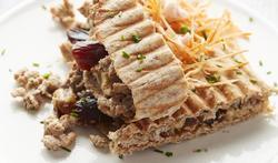 Pita met gehakt, hummus, dadel en wortel