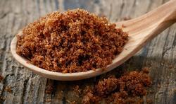 Hoe voorkom je dat bruine suiker hard wordt?