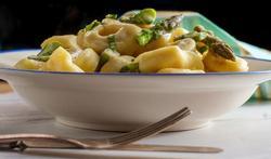 Snelle pasta met kalkoen en asperges