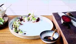 Salade van rode biet en paling
