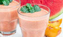 Smoothie van watermeloen en perzik