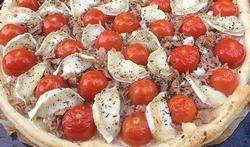 Tomatentaart met tonijn en geitenkaas