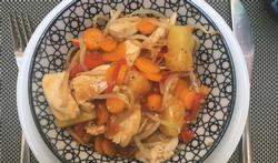 Wok van kip met zoetzure groente