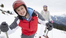 Helm op bij wintersporten helpt ernstig hoofdletsel voorkomen