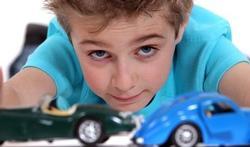 123-jongen-spelen-auto-opvoed-04-16.jpg